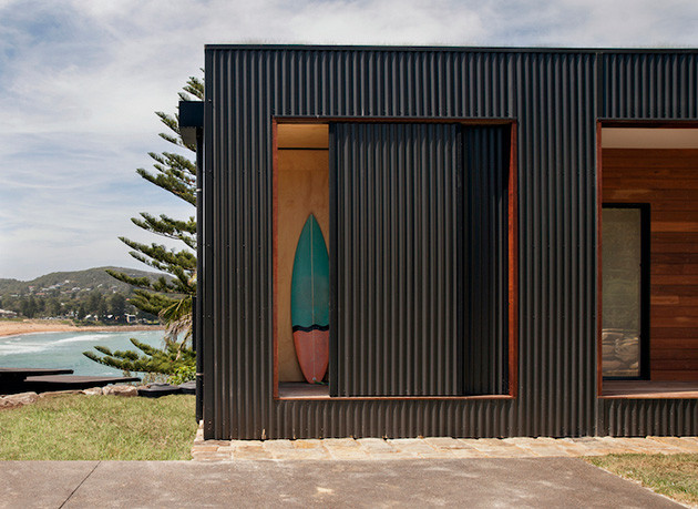 eco-friendly-beachside-box-house-6
