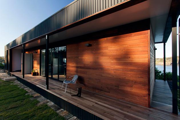 eco-friendly-beachside-box-house-7