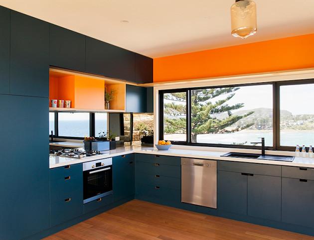 eco-friendly-beachside-box-house-8