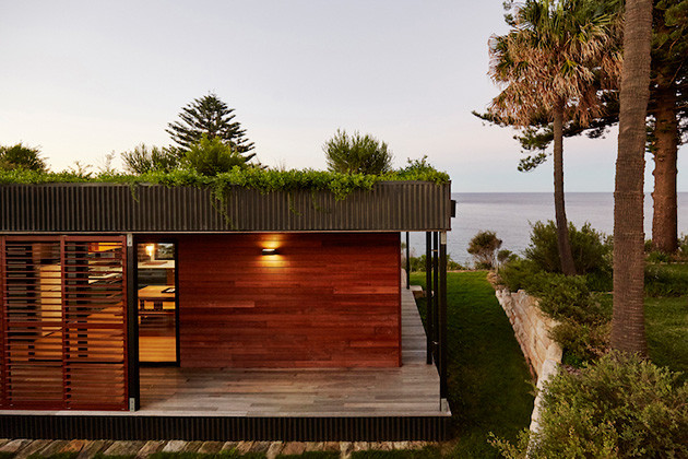 eco-friendly-beachside-box-house-4