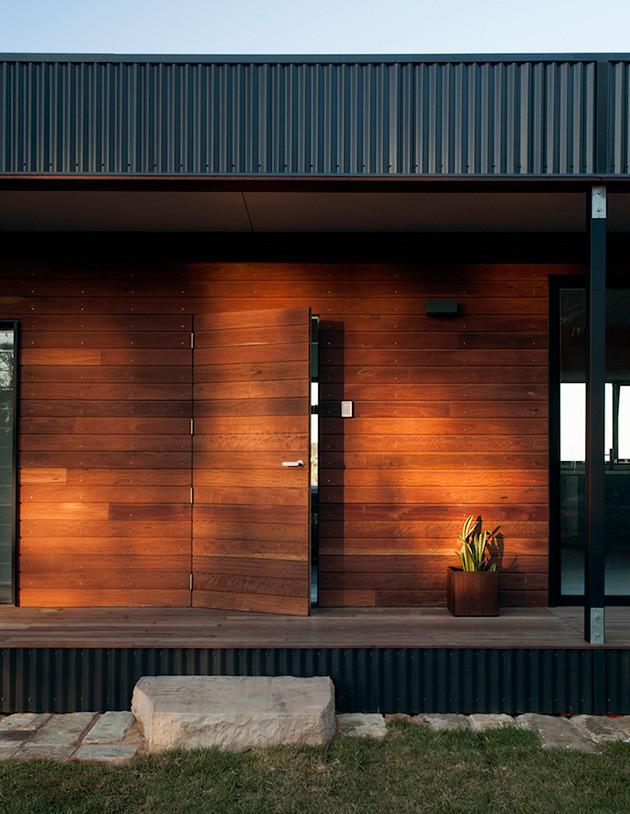 eco-friendly-beachside-box-house-5